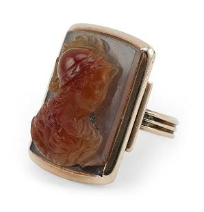 ANTIQUE ROSE GOLD AND AGATE CAMEO RING Approx. 4.95