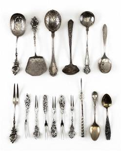 TEN PIECES OF STERLING SILVER FLATWARE Approx. 7.6
