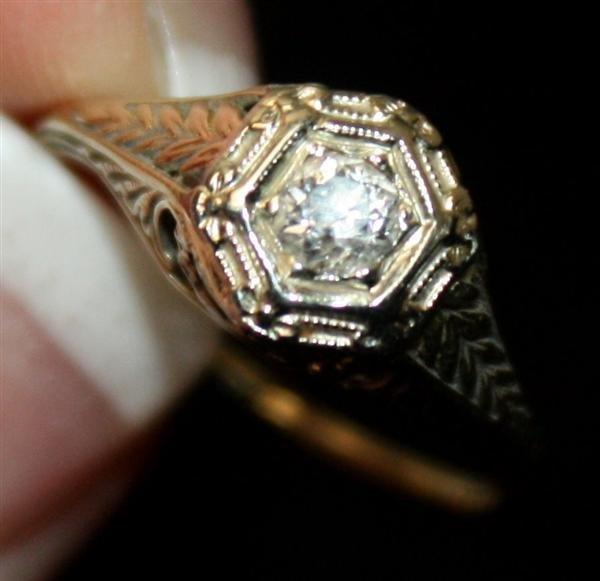 18: Art Deco 14kt Gold  Filigree Diamond Ring