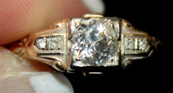 19: 14kt Yellow Gold Deco Diamond Ring