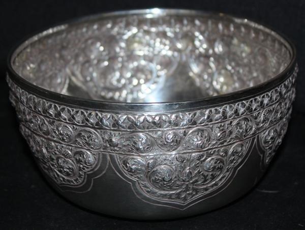 15: 900 Silver Repousse Bowl w/Ornate Floral Design