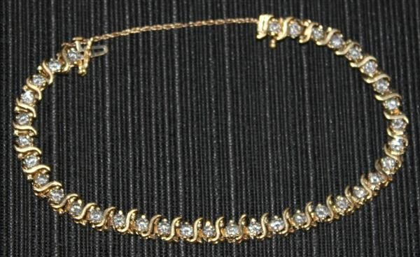21: 14kt Yellow Gold Diamond Tennis Bracelet