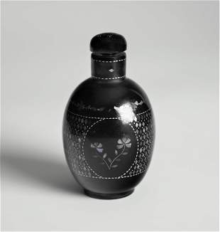 ONE CHINESE LACQUED SNUFF BOTTLE