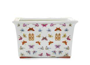 """A FINE CHINESE FAMILLE ROSE """"BUTTERFLY"""" PLANTER"""