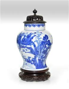 A CHINESE KANGXI BLUE AND WHITE VASE