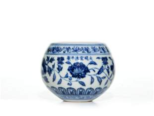A CHINESE BLUE AND WHITE PORCELAIN POT