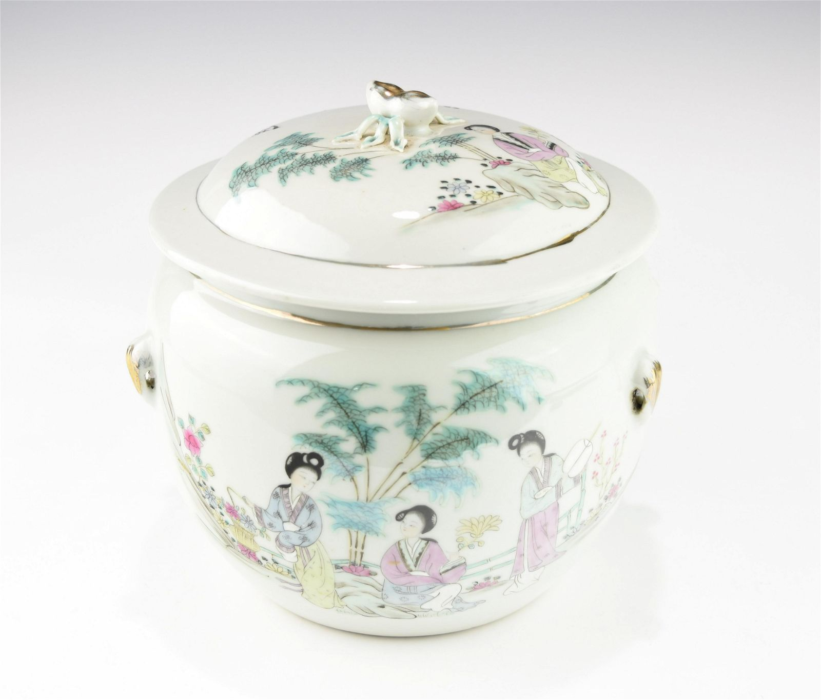 A CENTURY CHINESE FAMILLE ROSE PORRIDGE JAR WITH LID
