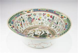 A LARGE 19TH CENTURY CHINESE FAMILLE ROSE BOWL