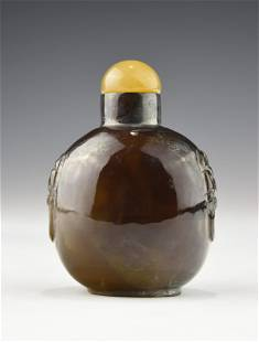 A 19TH CENTURY CHINESE CHALCEDONY SNUFF BOTTLE