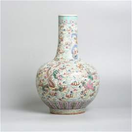 A Chinese porcelain bottle vase, Daoguang 19th C.