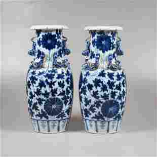 A pair Chinese porcelain vases 19th century