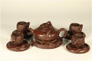 A SET OF PURPLE CLAY TEAPOT AND CUPS