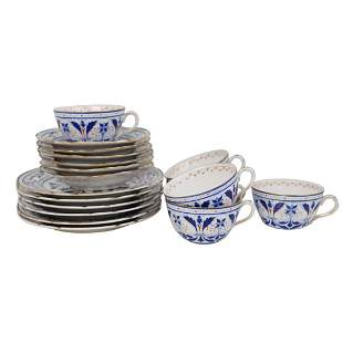 18 Pc) A Royal Vienna blue and white