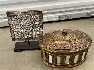 Set of Decor items, 1 Mirrored & Detailed