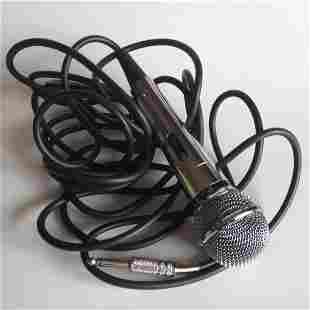 LG wired 16 ft karaoke entertainment microphone