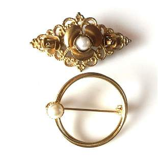 Lot of 2 vintage gold tone Flower Circle brooches
