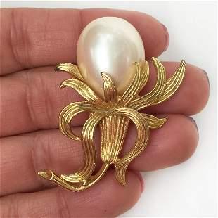 Vintage gold tone faux pearl Flower brooch
