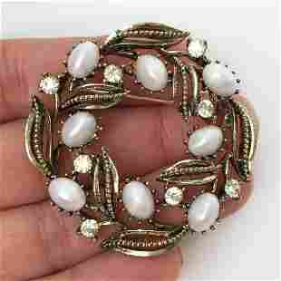 LISNER Vintage gold tone faux pearl crystals brooch