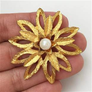 Vintage gold tone textured faux pearl Flower brooch