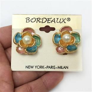 BORDEAUX Gold tone faux pearl Flower shape ear clips