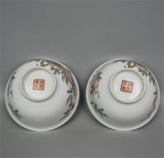 A PAIR OF CHINESE FAMILLE ROSE PEACHES BOWLS