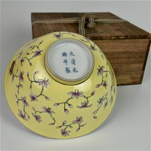 A CHINESE YELLOW-GLAZED FAMILLE ROSE FLORAL BOWL
