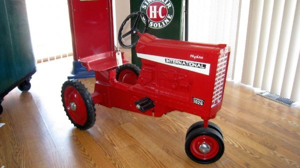 2001: International 1026 Pedal Tractor