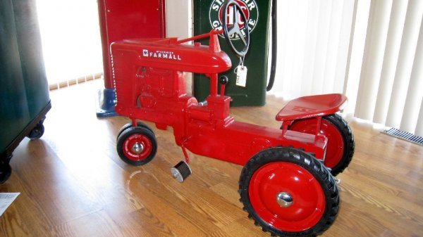 2003: IH McCormick Farmall Pedal Tractor