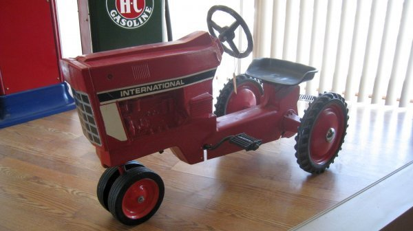 2005: International Pedal Tractor