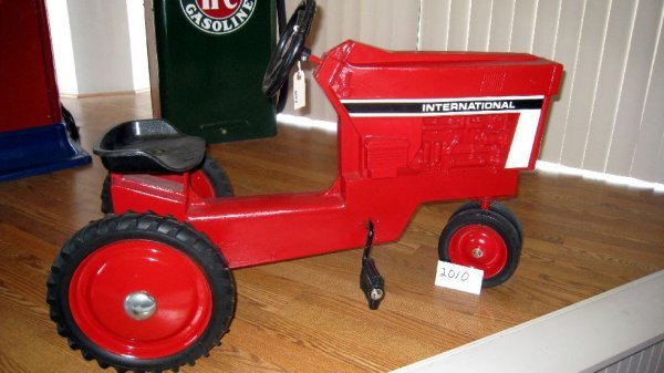 2010: International Model 404 Pedal Tractor