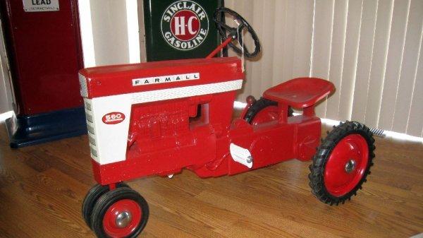 2012: McCormick Farmall 560 Pedal Tractor