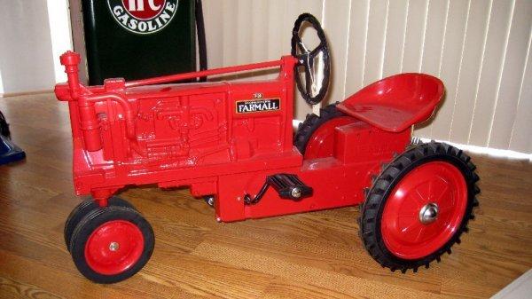 2018: McCormick-Deering Farmall Pedal Tractor