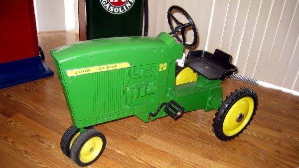 2022: John Deere Pedal Tractor