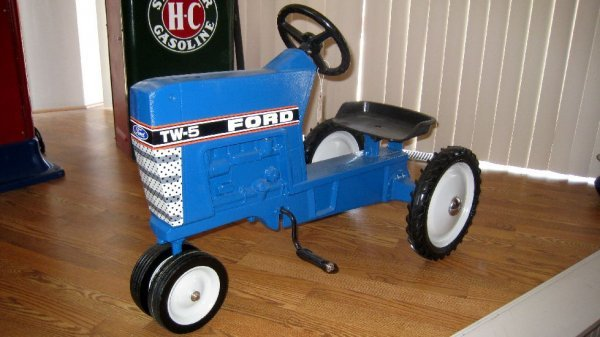 2023: Ford TW-5 Pedal Tractor