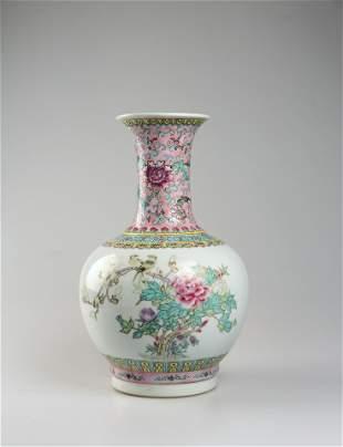Qing Dynasty 17-20 century famille rose vase