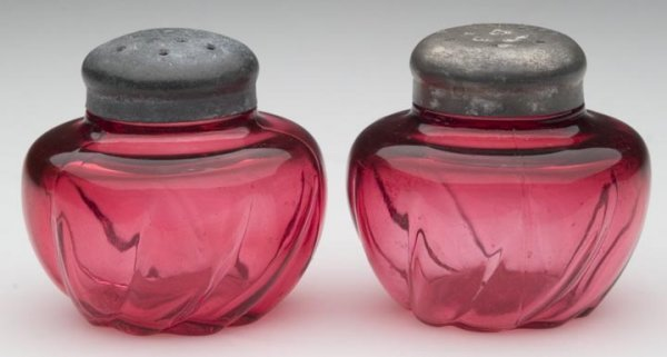 1504: ARGUS SWIRL SALT AND PEPPER SHAKERS, cranberry, m