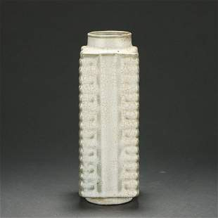 A Guan-ware Crackle Cong Vase Ming Dynasty