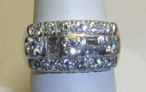 1023: Ladies diamond ring.