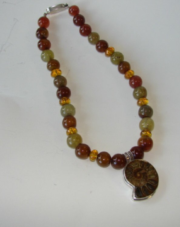11: Mexican Hardstone Ladies Necklace.
