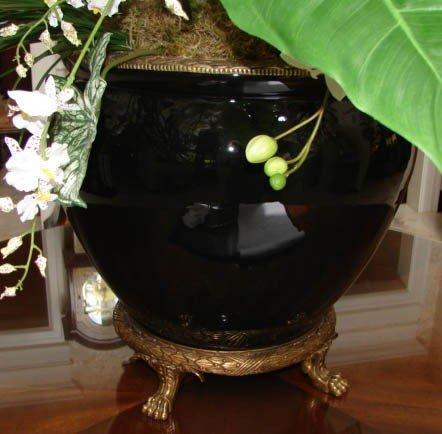 8: Noire glazed jardiniere centerpiece.