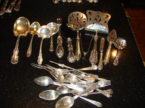 249: Approximately 32 sterling silver flatware.