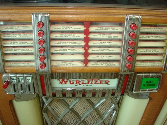 "220: Wurlitzer vintage ""Bubbler"" JukeBox. - 2"