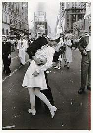 8: EISENSTAEDT  PHOTOGRAPH.  V-J DAY.