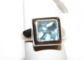6: 18K White Gold Aquamarine Ladies Ring.