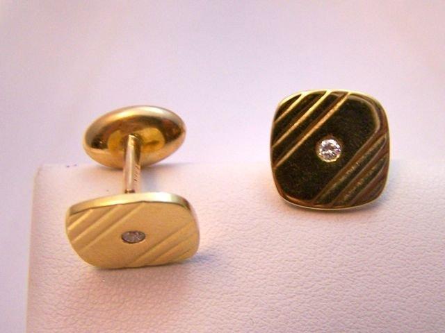 13: Pair (2) of 14K Yellow Gold cufflinks.