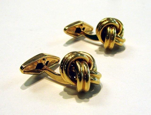 14: Pair (2) 18K Yellow Gold Knot Cufflinks.