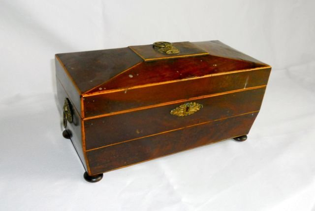 English Mahogany Tea Caddy. 19th C.
