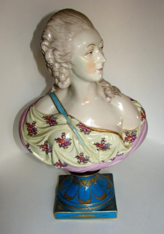 Porcelain Bust of a 18th C French Noble Woman.