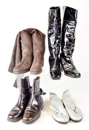 4 pairs of women's boots
