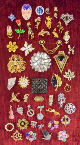 Grouping of Costume Jewelry Brooches/Pins